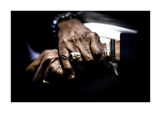 Tutu hands
